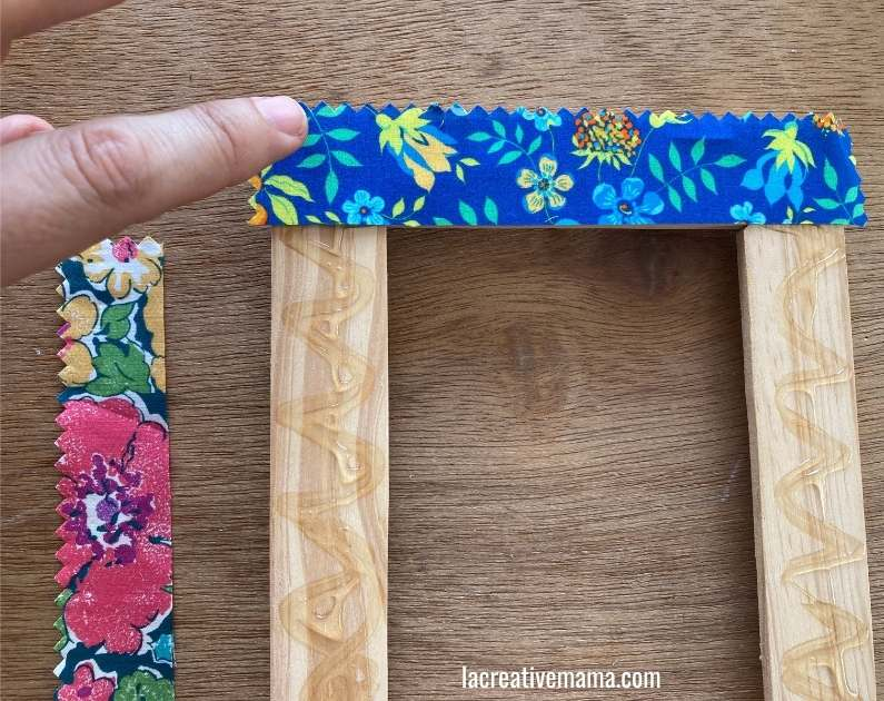 How to decorate a wooden frame with fabric scraps tutorial 9