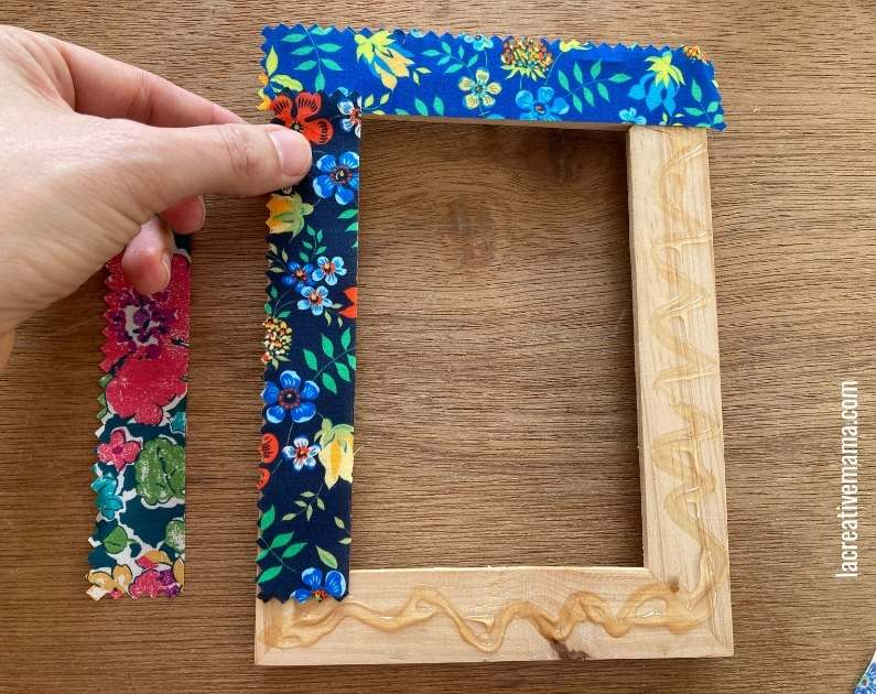 How to decorate a wooden frame with fabric scraps tutorial 10