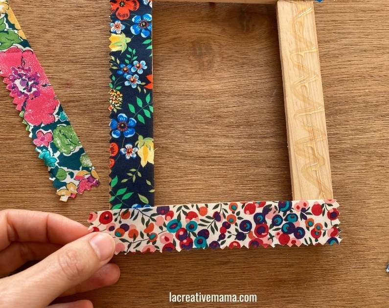 How to decorate a wooden frame with fabric scraps tutorial 11
