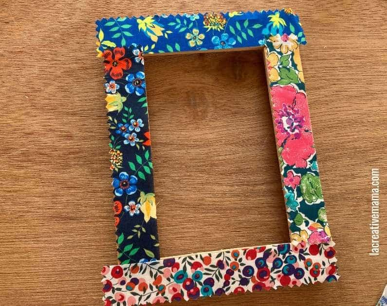 How to decorate a wooden frame with fabric scraps tutorial 12