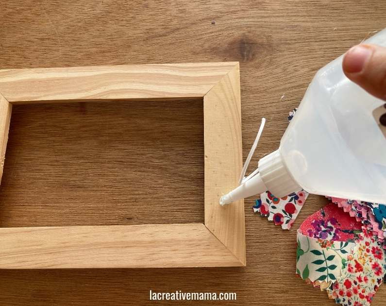 How to decorate a wooden frame with fabric scraps tutorial 4