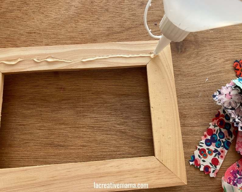 How to decorate a wooden frame with fabric scraps tutorial 6
