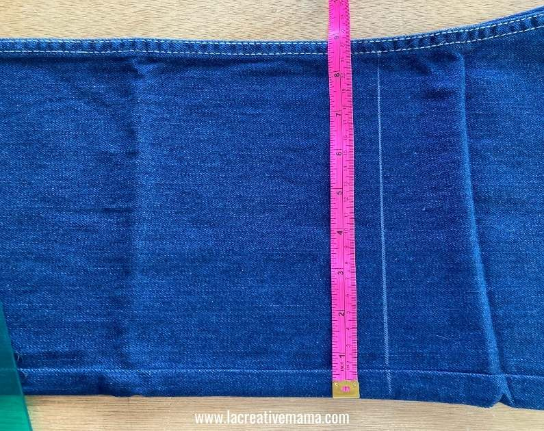 how to upcycle old jeans into a tote bag tutorial , cutting the leg of the jeans