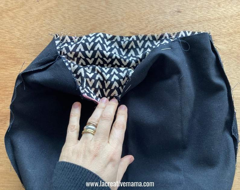 attaching the lining to the bag